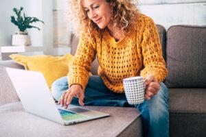 En guide och en e-bok är andra verktyg som uppfyller liknande kriterier som ett white paper.